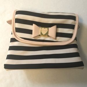 Betsey Johnson trifolds travel cosmetic case
